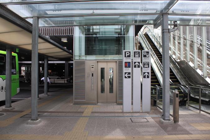 岡山西口のエレベーター