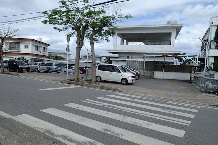 石垣島の知念商会 駐車場
