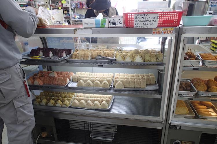 石垣島の知念商会 商品ケース