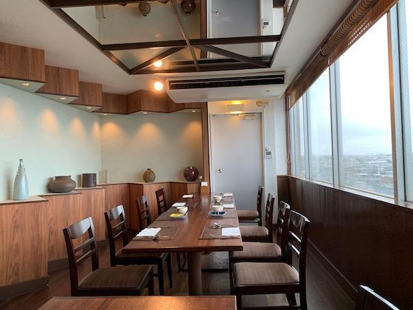 石垣島パポイヤの店内テーブル