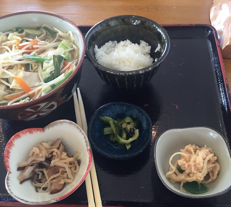 石垣島ポーザーおばさんの食卓の野菜そば