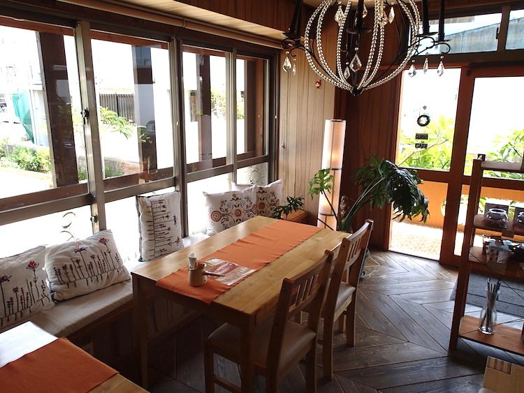 石垣島の琉球スイーツ庵のカフェコーナー