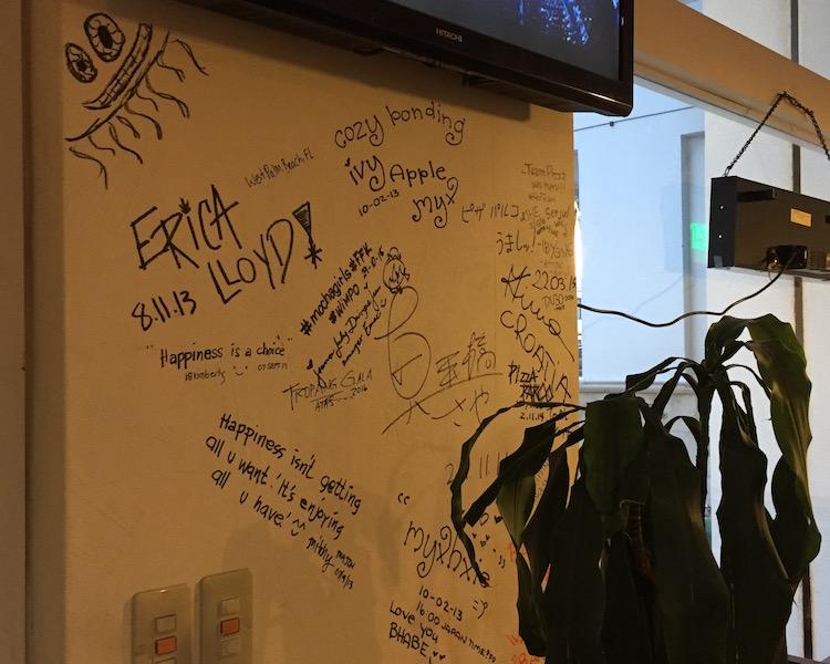 石垣島のピザパルコ店内サイン