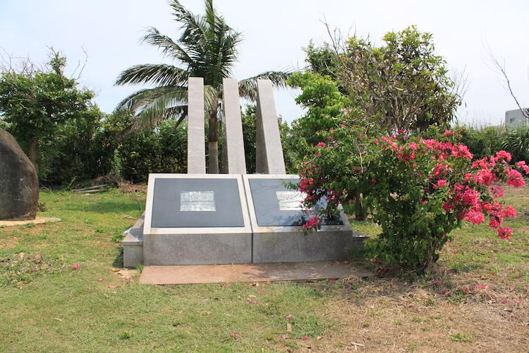 石垣島「唐人墓」の記念碑2