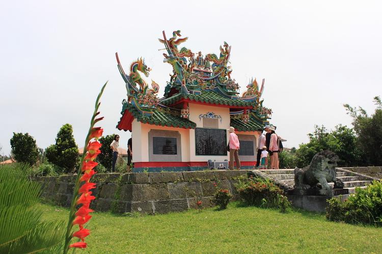石垣島「唐人墓」のアングル