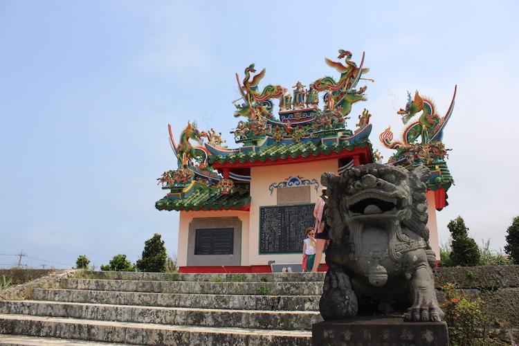 石垣島「唐人墓」のシーサー