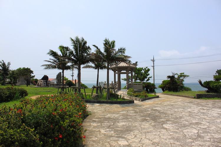 石垣島「唐人墓」の墓所内風景