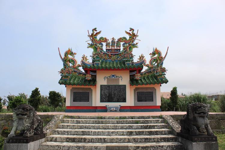 石垣島の観光地「唐人墓」の圧倒的な綺麗さに目を奪われろ!