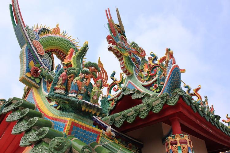 石垣島「唐人墓」の綺麗な装飾