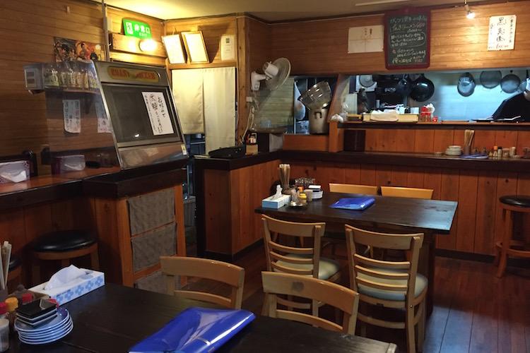 石垣島のラーメン屋「げんき食堂」の店内