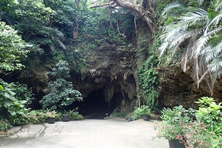 石垣島の伊原間サビチ洞の入り口