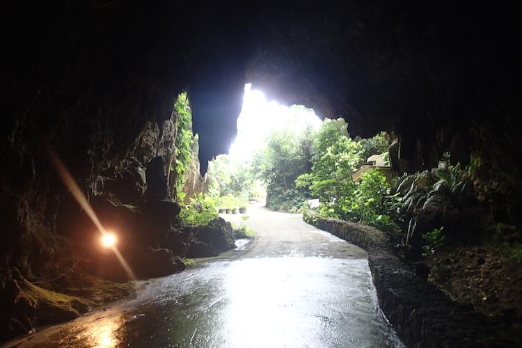 石垣島の伊原間サビチ洞の出口