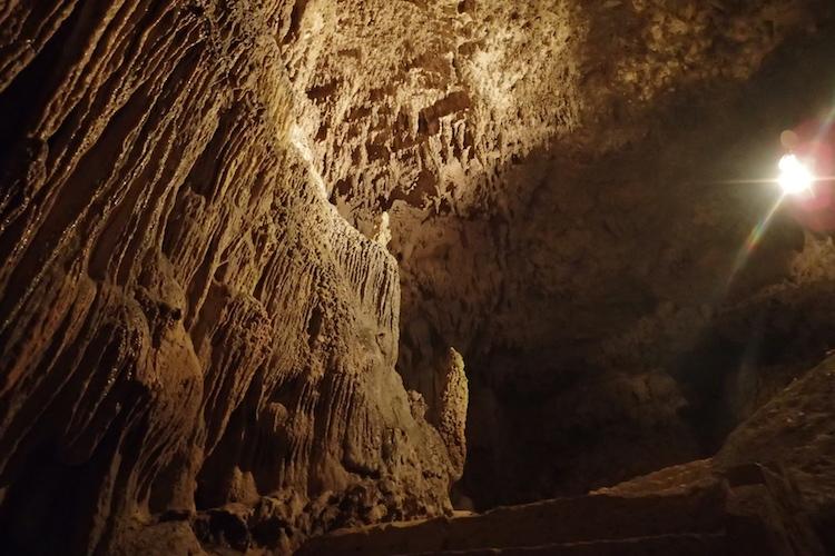 石垣島の伊原間サビチ洞の内部