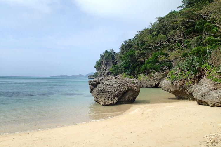 石垣島の伊原間サビチ洞のビーチ