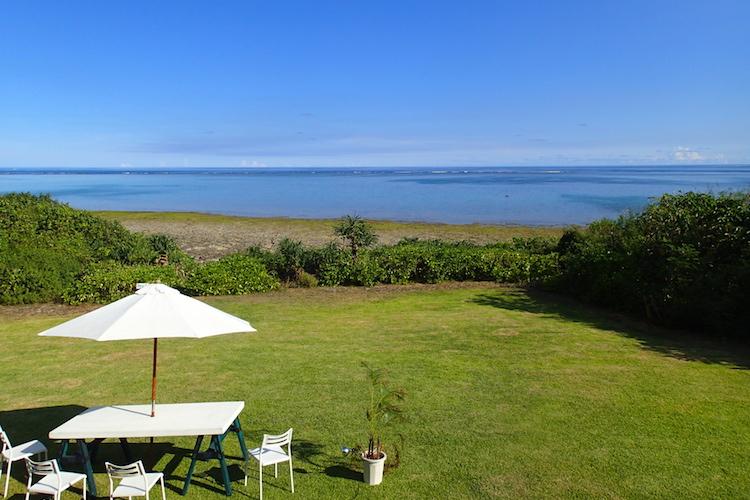 石垣島の海が見える絶景カフェPUFFPUFF(プカプカ)の中庭