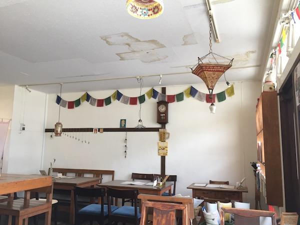 トラベラーズカフェ朔の明るい店内