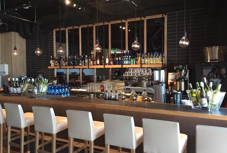 ブルーカフェ石垣島のバーカウンター