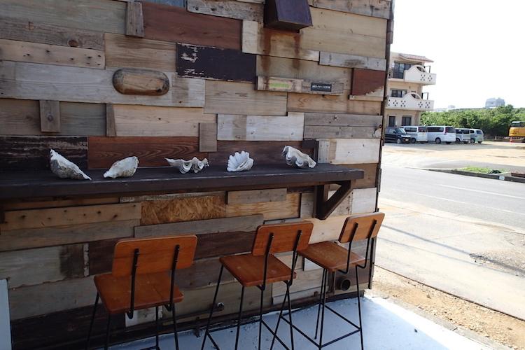 島野菜カフェ:リハロウビーチの喫煙所