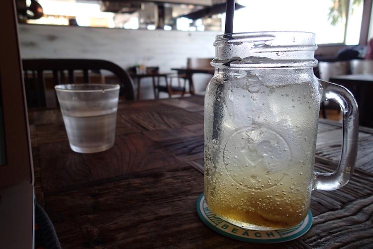 島野菜カフェ:リハロウビーチのジンジャエール