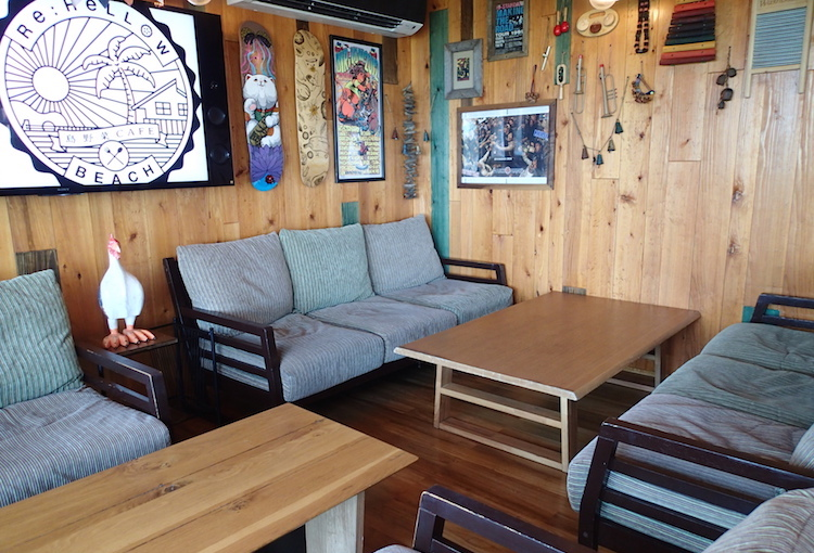 島野菜カフェ:リハロウビーチのソファー席