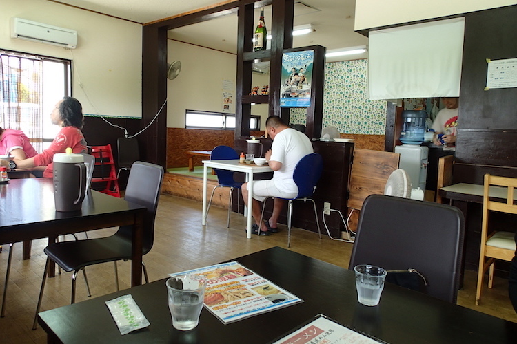 石垣島の時計台食堂の店内