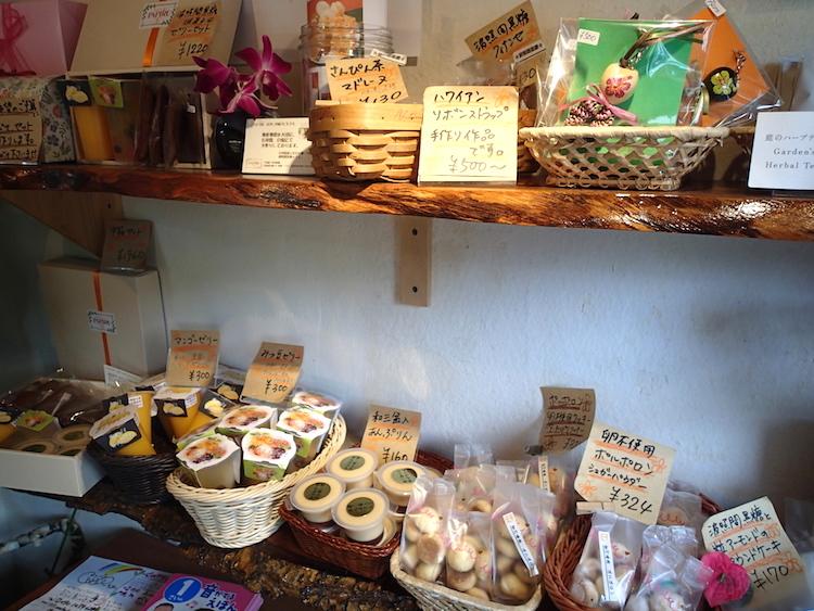 【石垣島スイーツ】お菓子のパピルの店内