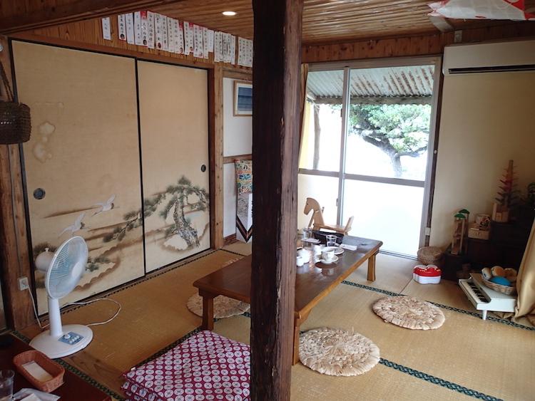 石垣島のパピルのカフェスペース