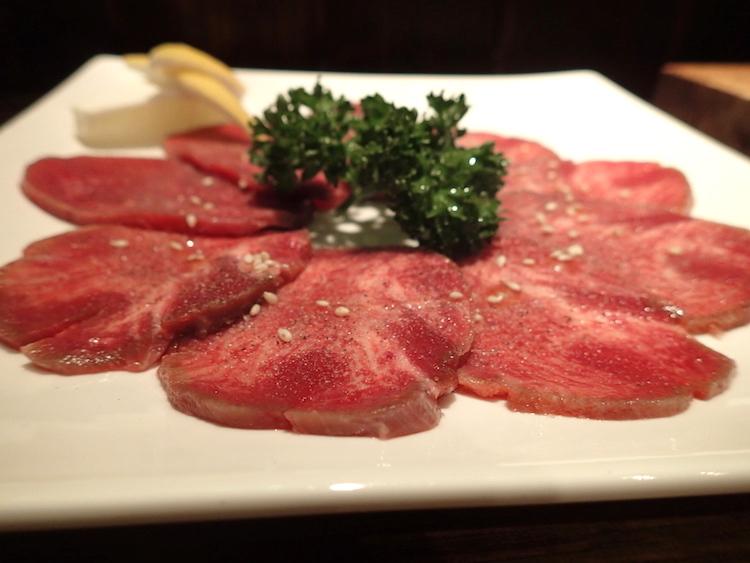 石垣島の焼肉屋「ひ嘉ちゃん」タン