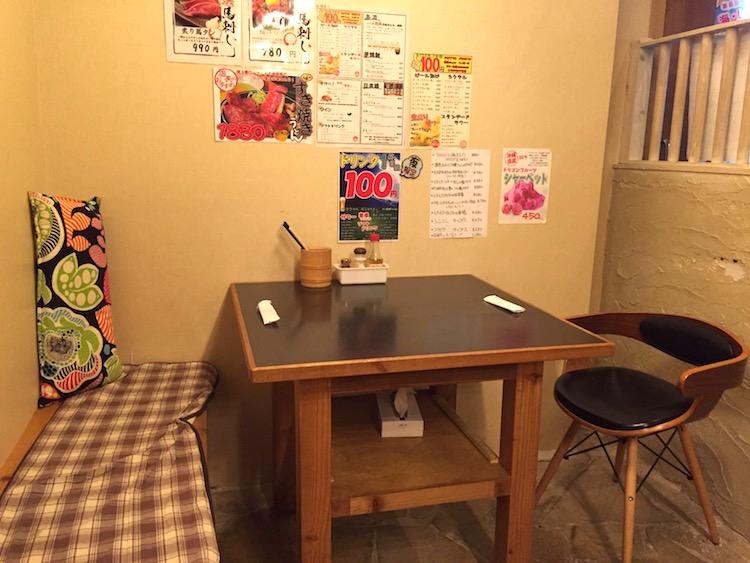 多楽製麺のテーブル席