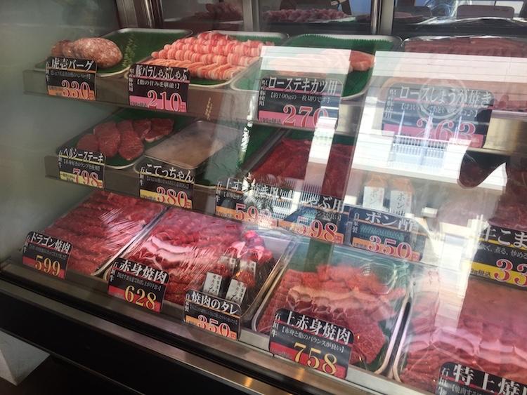 石垣島の虎壱精肉店のショーケース