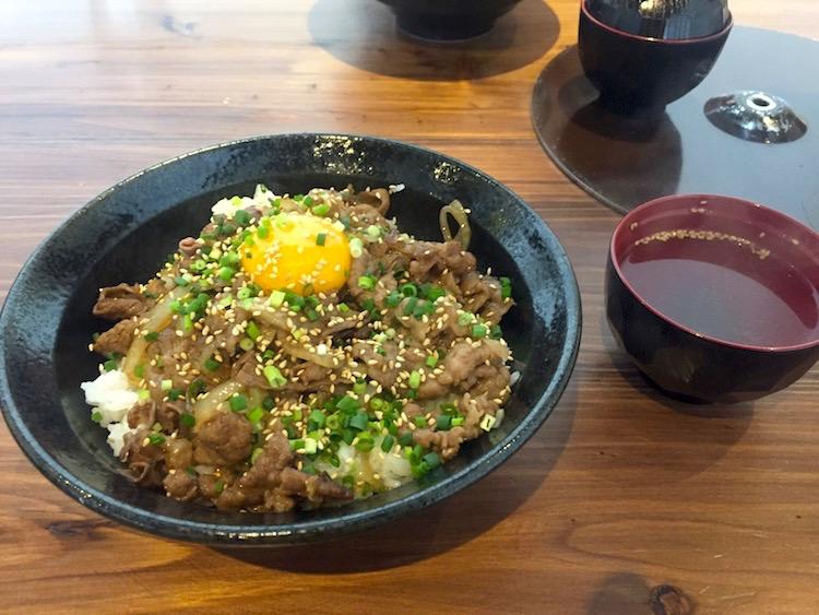 石垣島の虎壱精肉店の牛丼