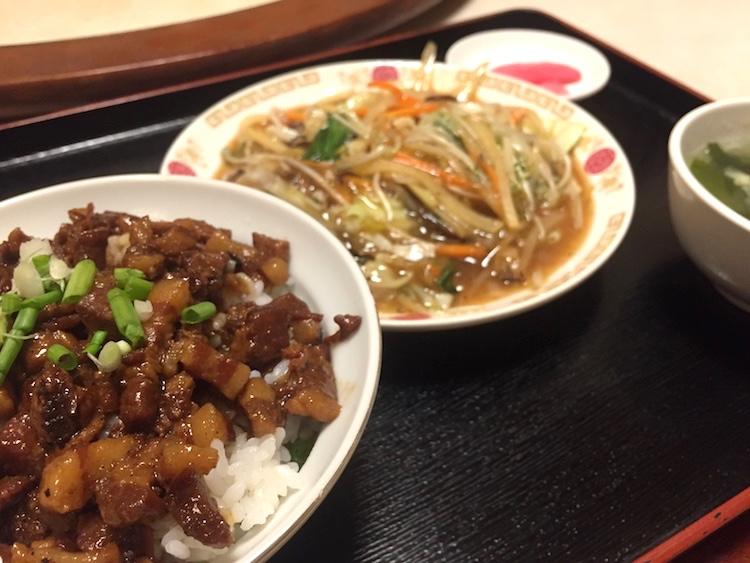 石垣島の台湾式中華料理「龍翔園」の魯肉飯が超うまいと僕の中で話題に。