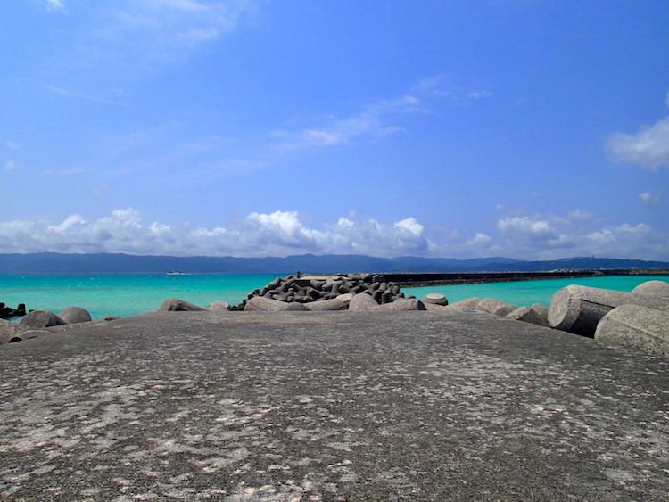 鳩間島の防波堤