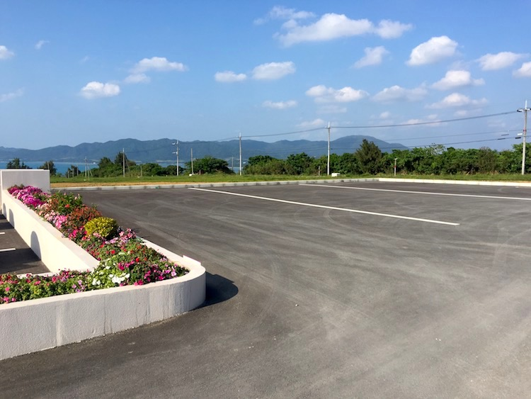 ミルミル本舗の新館駐車場