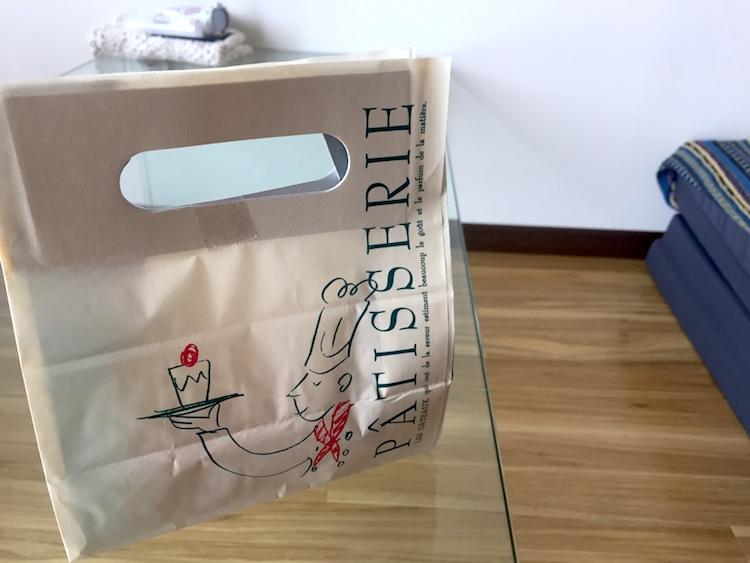 お菓子のマルシェの紙袋