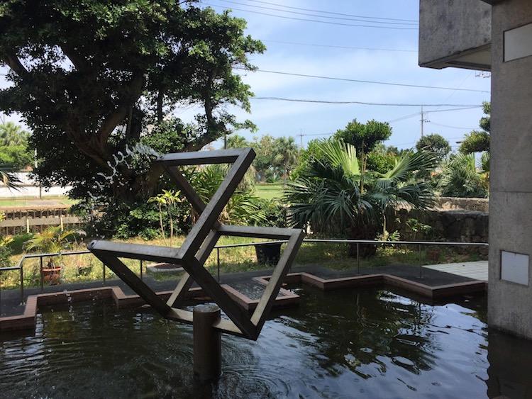石垣島の水道局モニュメント