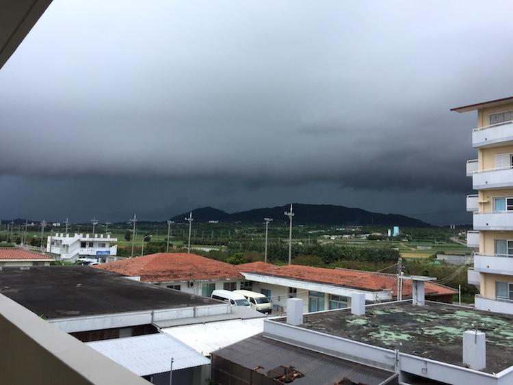 石垣島の低気圧