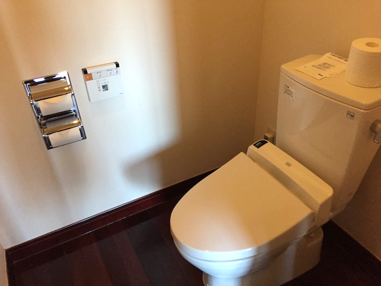 ニラカナイ小浜島のトイレ