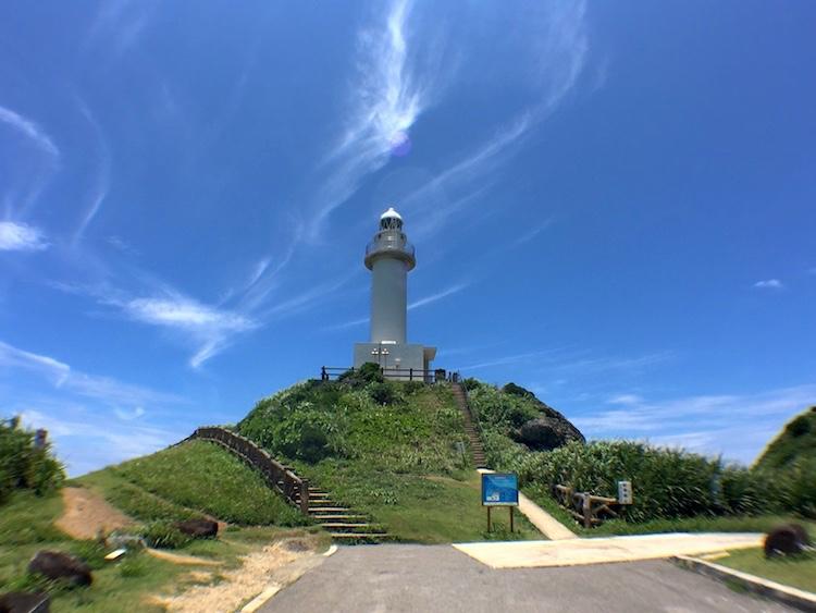 【石垣島の観光】御神崎の灯台は昼間がオススメ。伝説も紹介するよ!