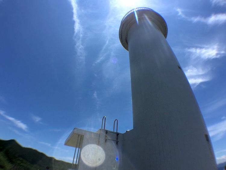 御神崎の灯台真下