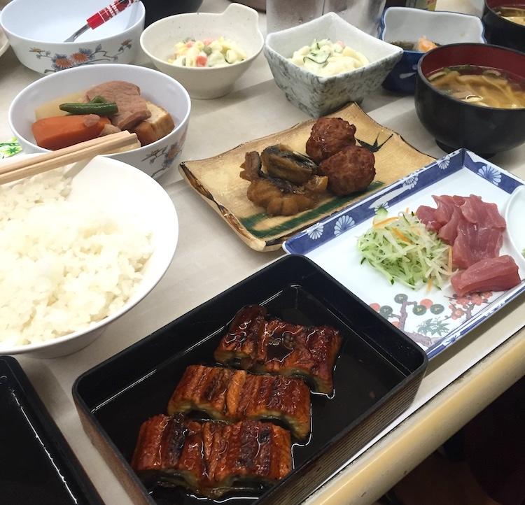 石垣島のあさひ食堂はガッツリ系の代名詞!腹ペコよ集まりたまえ!
