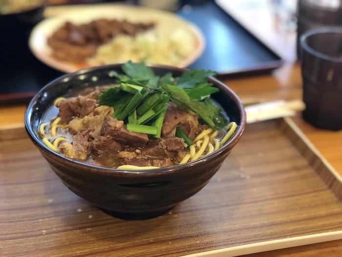 石垣島あらかわ食堂の牛そば定食
