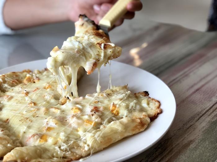ガロパンのピザのチーズ