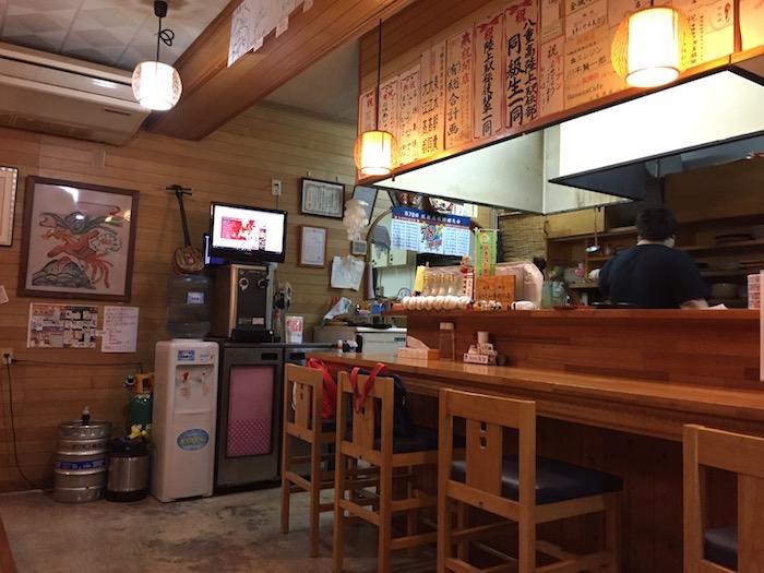 居酒屋「石垣島」のカウンター
