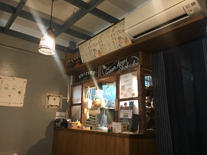 銀座通り食堂のカウンター