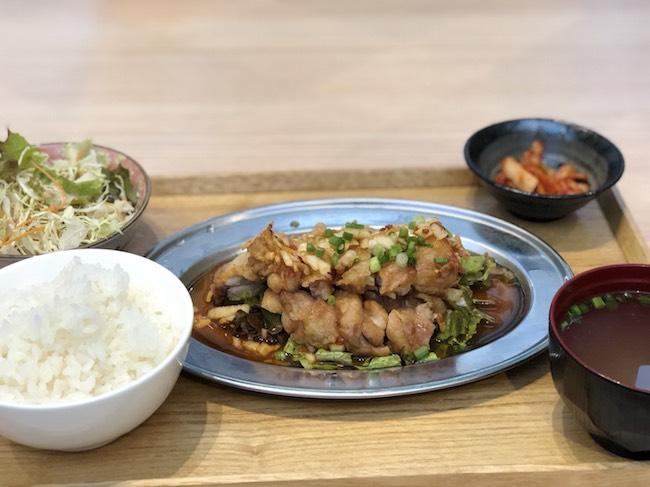 ドラゴンキッチンの油淋鶏定食