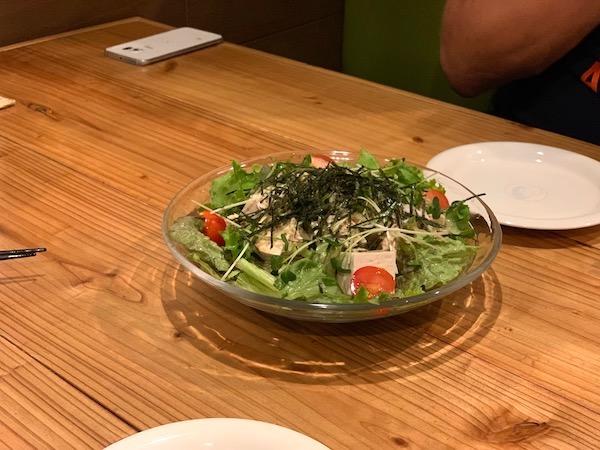 石垣島のお好み焼き屋、満月の島豆腐サラダ