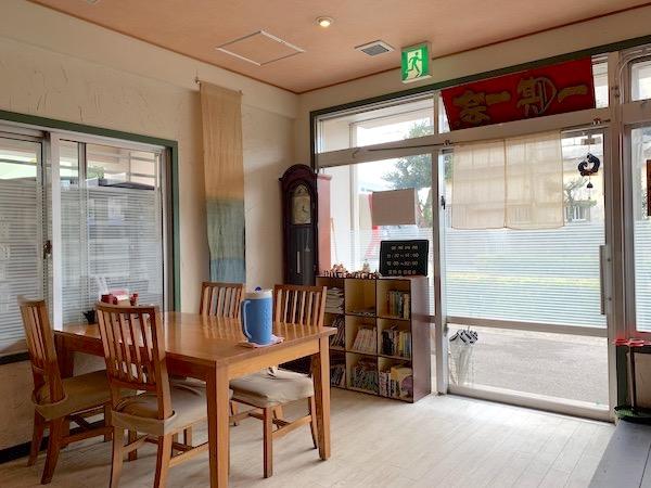石垣島の定食屋さん「ナツユキ」の店内