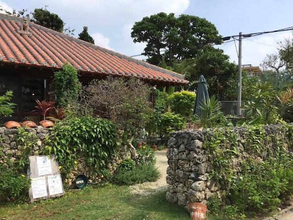 石垣島のカレー屋、中村屋の入り口