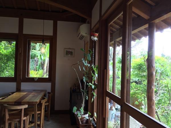 石垣島のカレー屋、中村屋の店内